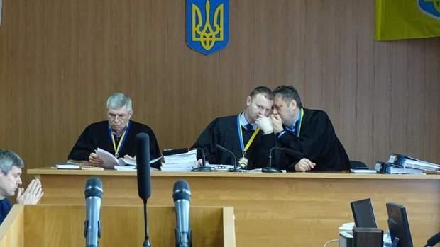 Судді у справі Труханова Віктор Корой, Сергій Черевко, Дмитро Передерко