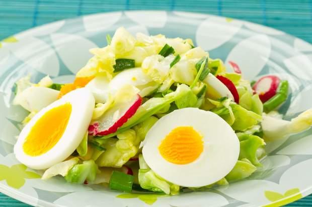 Салат з яйцем та редискою