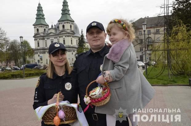 Поліція Великдень