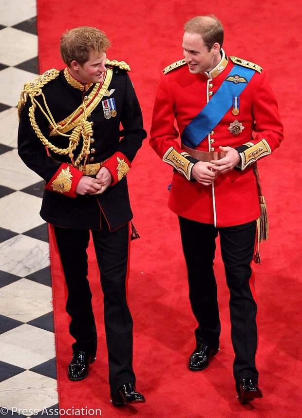 Принци Вільям та Гаррі на королівському весіллі