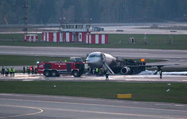 літак Росія пасажирський літак пожежа