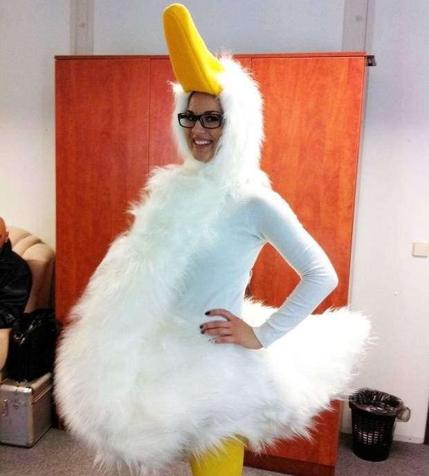 Маша Єфросиніна в костюмі качки