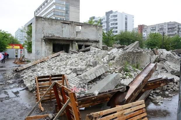 Знесення незаконної будівлі у Львові