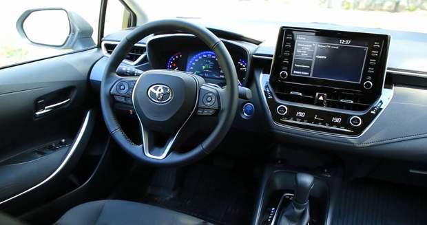 Панель приладів у Toyota Corolla