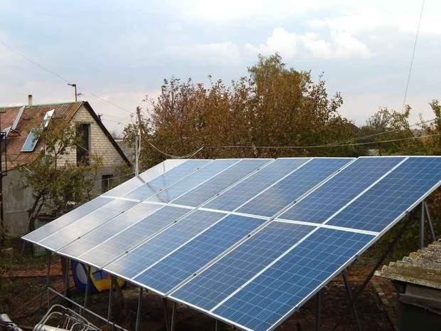 Сонячні електростанції встановлювали на подвір'ї