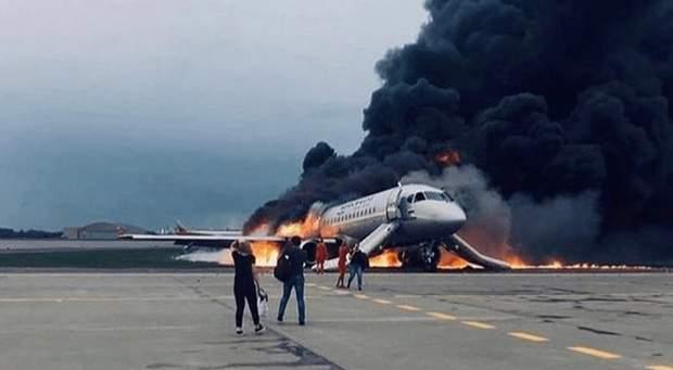 Паника в дыму, – как проходила эвакуация людей из горящего самолета в Москве