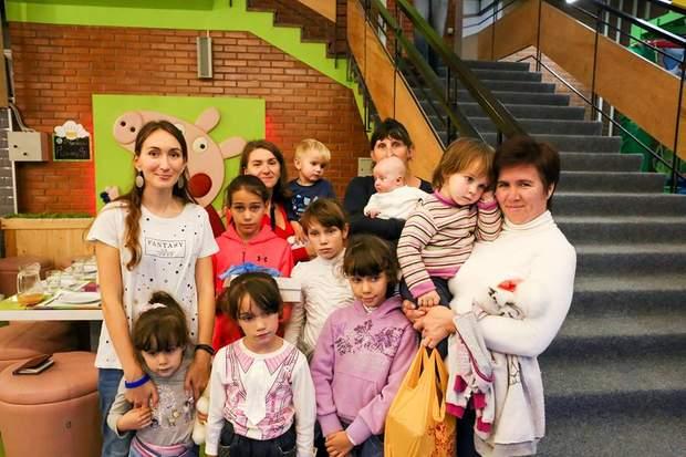 Марія Ракус з доньками