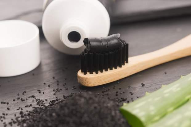 Зубні пасти з чорним вугіллям неефективні при відбілюванні зубів