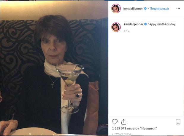 Кендалл Дженнер привітала бабусю з днем матері