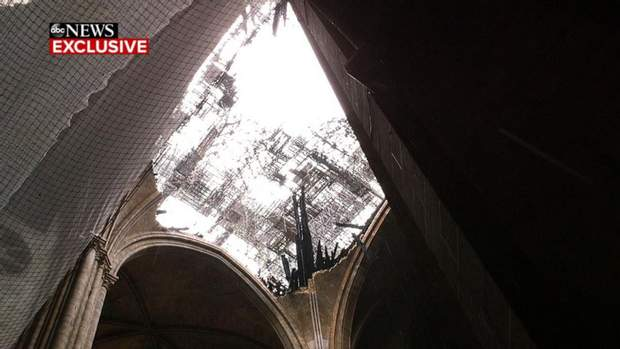 Собор Паризької Богоматері Нотр-Дам де Парі інтер'єр пожежа