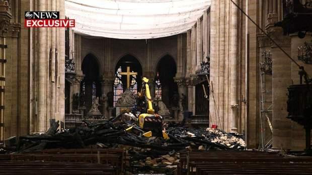 Нотр-Дам де Парі Собор Паризької Богоматері інтер'єр
