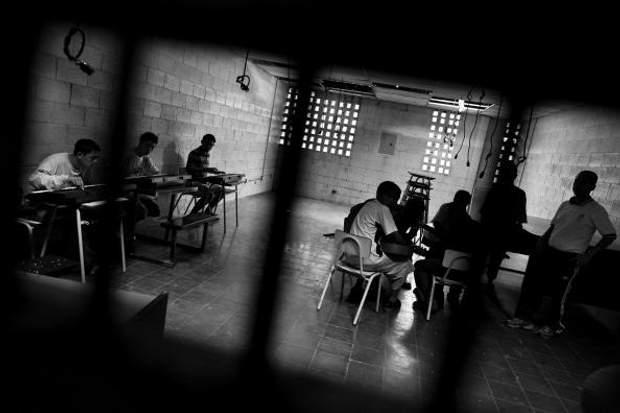 Навіть у в'язницях члени банди могли знайти спільників