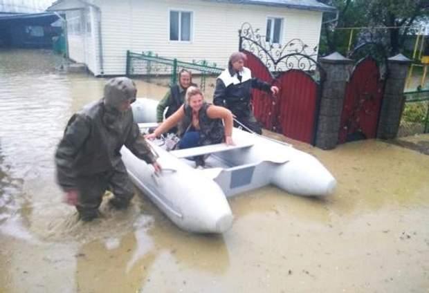 Негода Прикарпаття повінь затопило будинки дощ злива фото