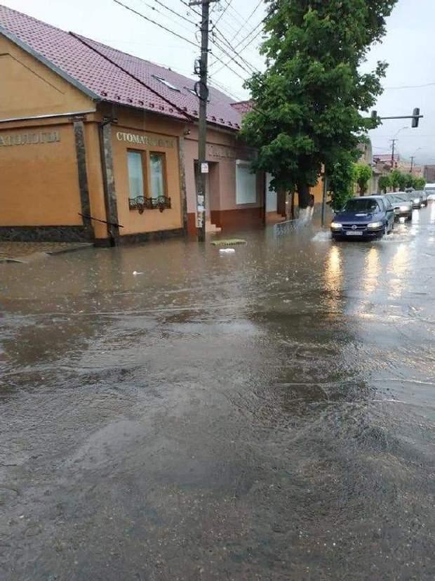 Закарпаття повінь затопило вулиці Виноградів