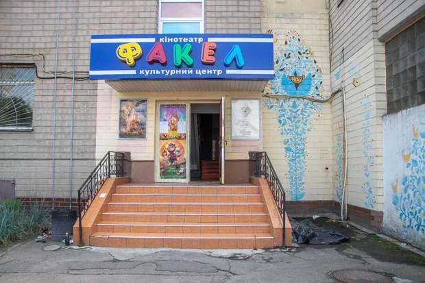 Поблизу кінотеатру в Києві знайшли труп чоловіка