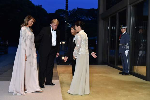 Дональд та Меланія Трамп на зустрічі з імператором Японії