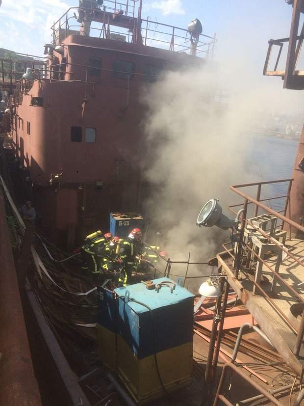 Корабель, пожежа, Кузня на Рибальському, Порошенко