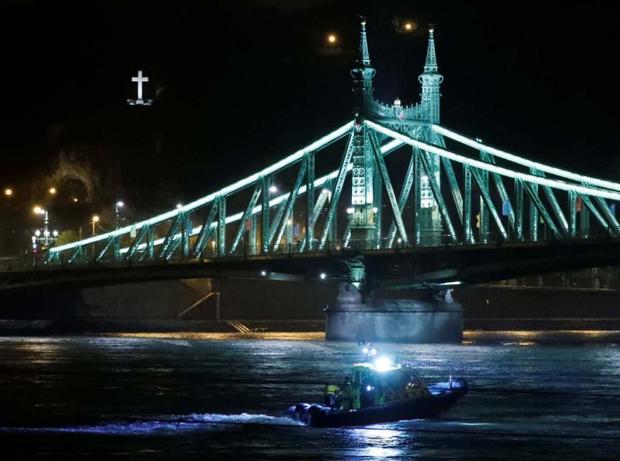Аварія туристичного катера на річці Дунай
