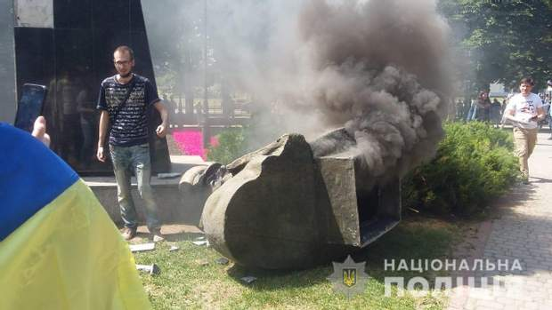 Пам'ятник жукову Харків поліція кримінальна справа