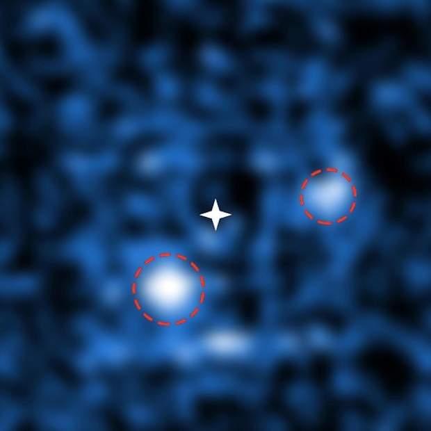 Знімок двох новонароджених планет