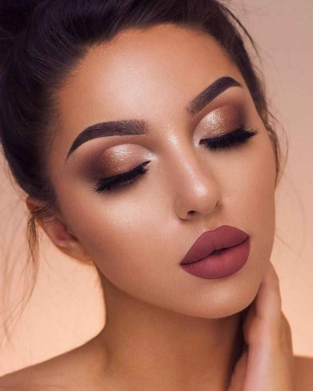 Приклад яскравого макіяжу на випускний 2019