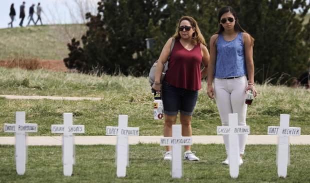 школа Колумбайн США жертви