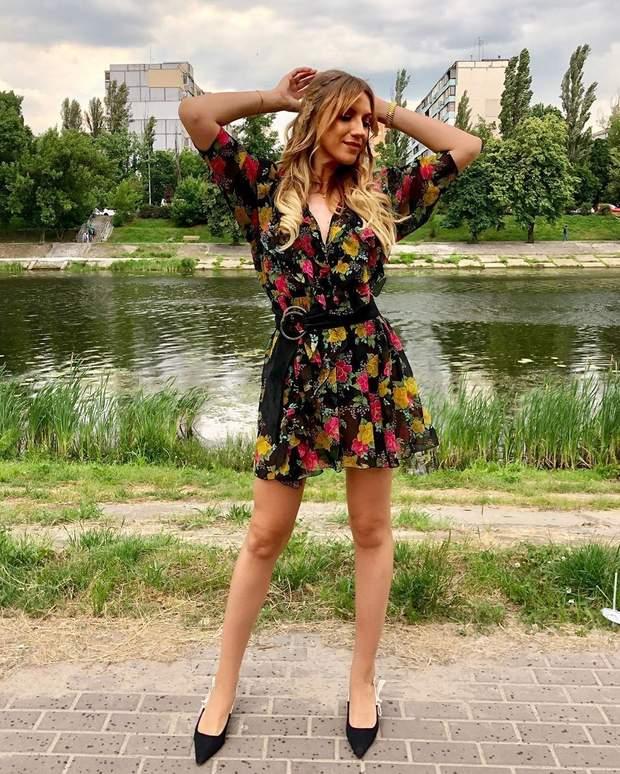 Леся Нікітюк у вінтажній сукні