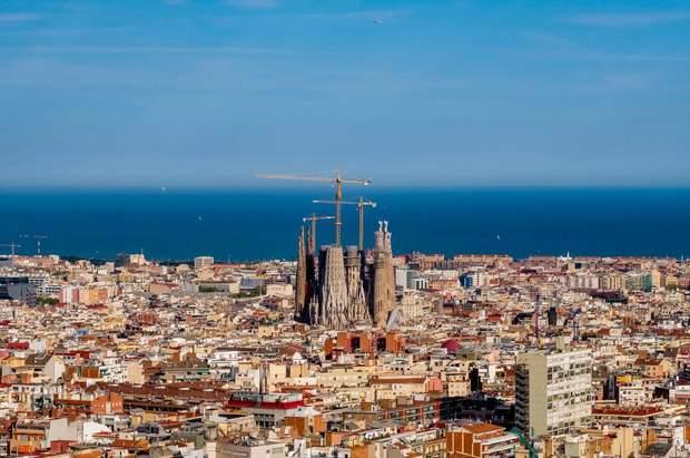 Барселона панорама будівництво Саграда Фамілія
