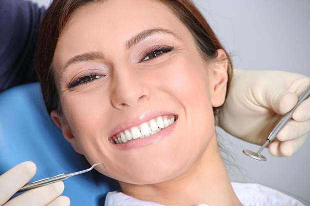 Що впливає на природний колір зуба