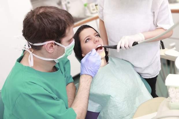 Більшість інфекційних захворювань в першу чергу проявляються на слизовій порожнини рота