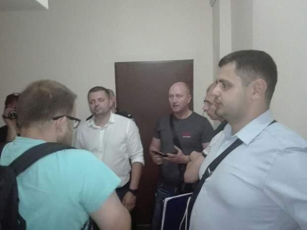 обшуки активісти повалення буста Жукову