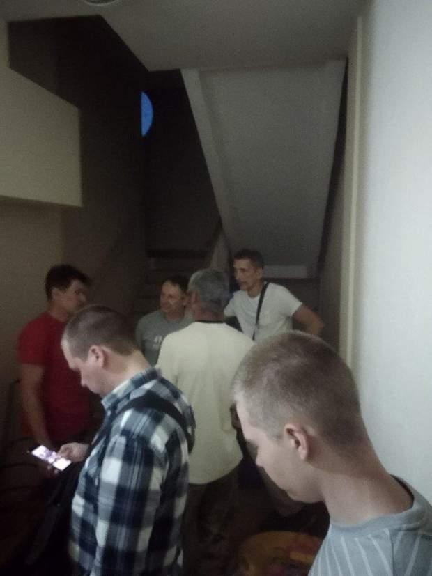 обшуки Харків активісти повалення буста Жукову
