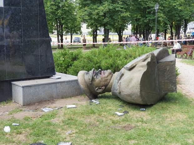Харків пам'ятник Жукову знесення фото