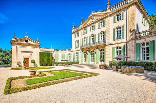 замок франція прованс каплиця