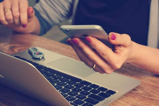 Залежність від смартфону збільшує кількість сексуальних партнерів