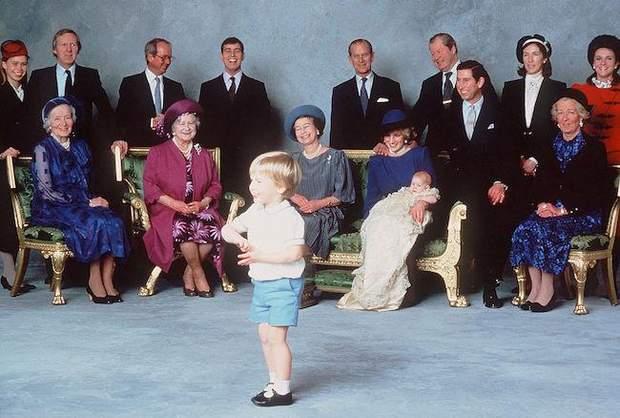 Офіційне фото з хрестин принца Гаррі
