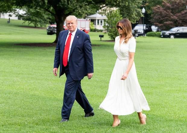 Меланія Трамп засвітила білосніжну брендову сукню
