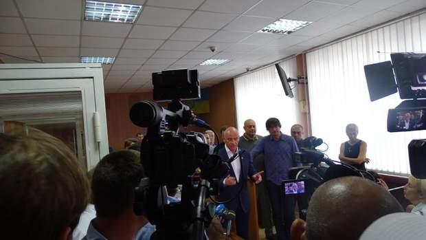 Геннадій Труханов під час прес-брифінгу в суді