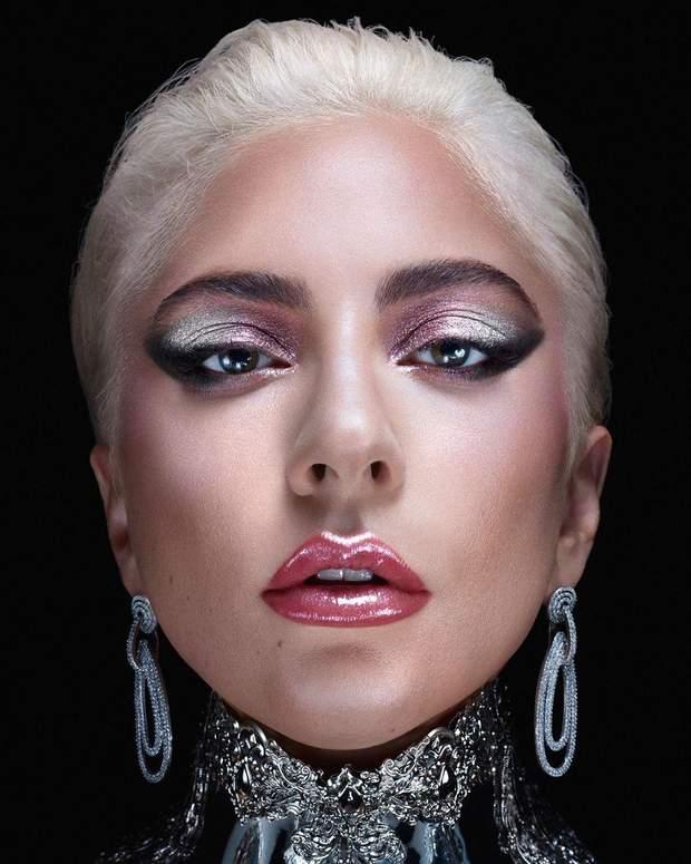 Леді Гага пояснила, чому обирає ефектні образи