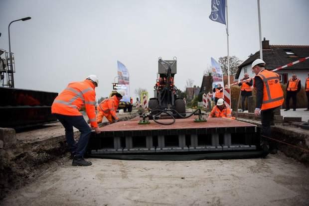 Будівництво другої в світі пластикової дороги в місті Гітгорн