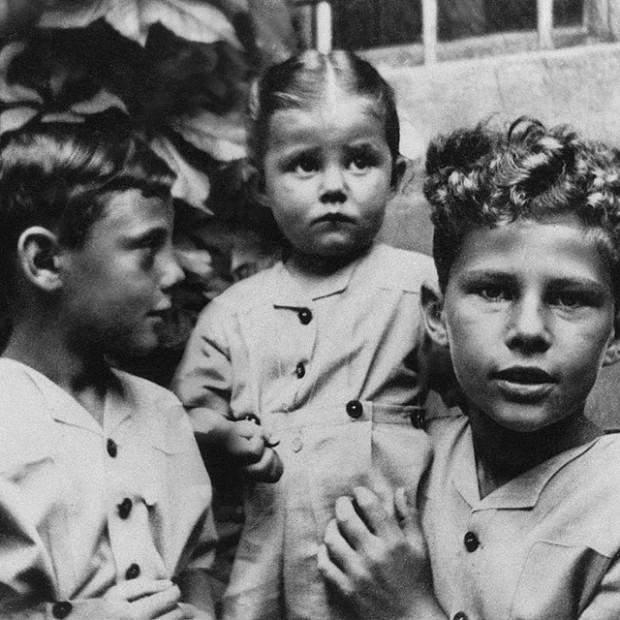 Джорджо армані з братом та сестрою