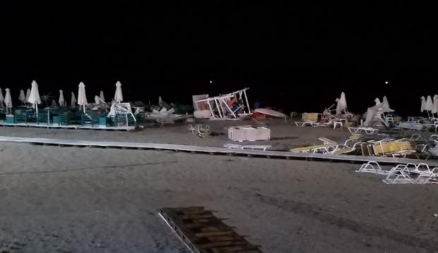 халкідіки греція пляж шторм
