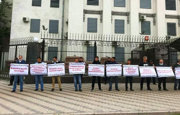 крымские татары протест посольство России Киев Хизб ут-Тахрир
