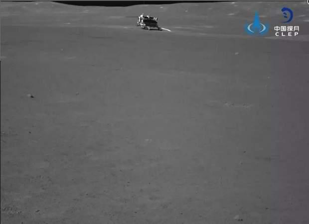 Chang'e 4 передав на землю фото темної сторони Місяця