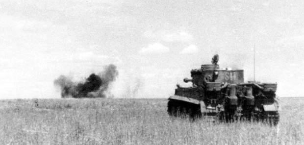 Тигр розстрілює радянські танки