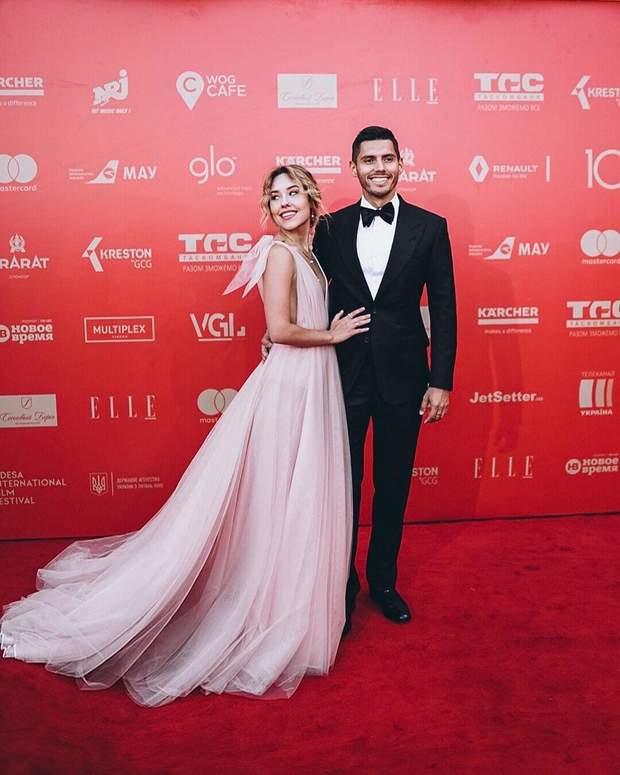 Розкішна сукня переможниці шоу