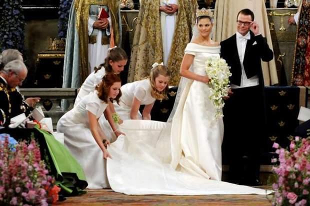 Кремове плаття для Вікторії пошив шведський дизайнер Par Engsheden