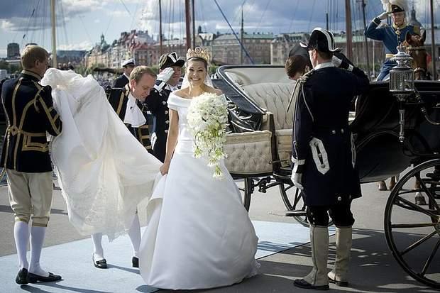 Весільну сукню кронпринцеси доповнила вишукана тіара