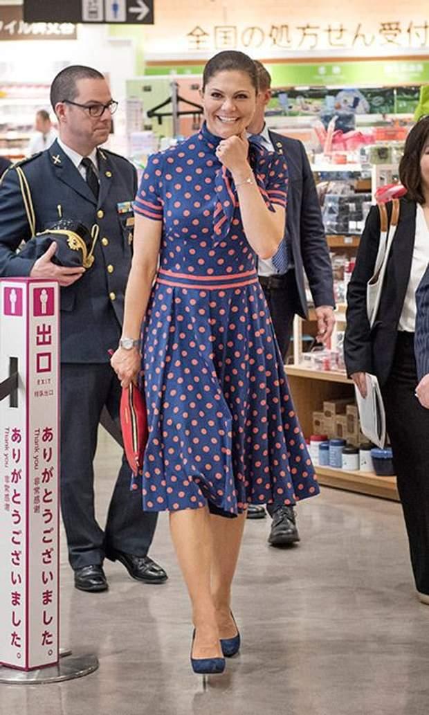 Кронпринцеса Вікторія у сукні в горошок (квітень, 2017 рік)