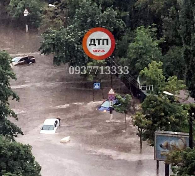 автомобілі злива київ затопило потоп